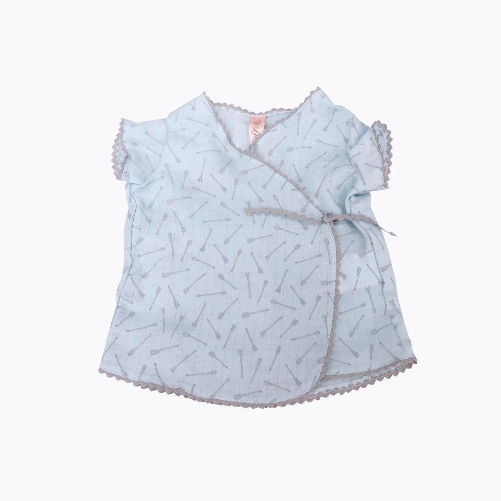 camisa azul bebé